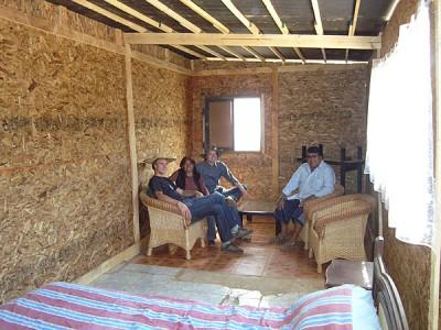 Familie Ramos lädt ins neue Wohnzimmer ein