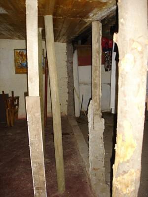 Zimmer der Familie Rojas notdürftig abgestützt